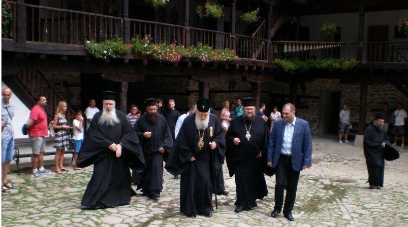 Негово Светейшество патриарх Неофит бе посрещнат в Троянската света обител